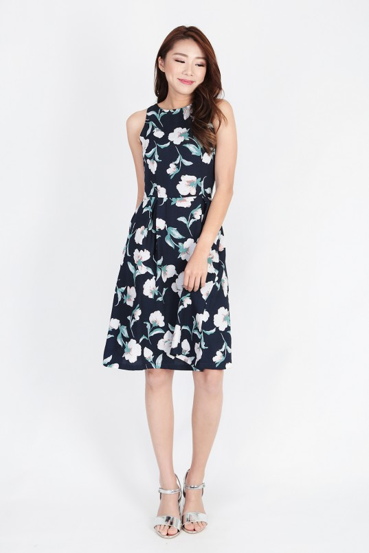 f09eaf2e98a5c Avalyn Floral Dress in Navy