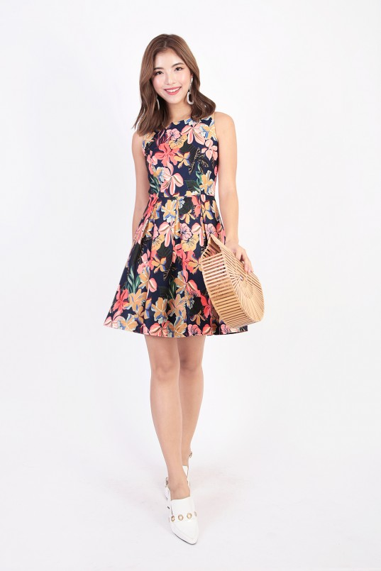 a6314e839a22a6 Qyan Floral Dress in Navy