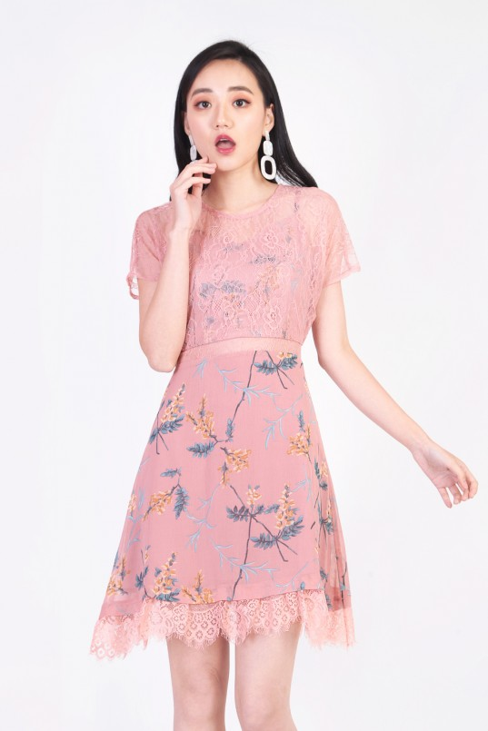 708b612b52 Yannes Floral Lace Dress in Pink